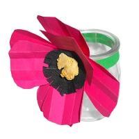 pot en verre et grosse fleur en papier