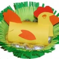 Poule de Pàques dans son nid