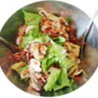 Salade aux tomates séchées, féta et bacon