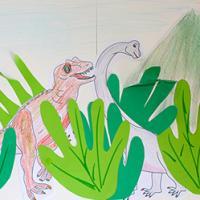 Voici une idée de collage pour jouer avec la main et le temps des dinosaures. Le tableau est réalisé avec des coloriages de dinosaures et des formes de mains de votre (ou vos) enfant(s) découpées dans du papier vert de différentes couleurs. Le table