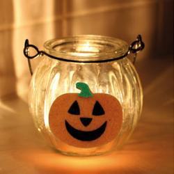 Nous avons sélectionné nos produits favoris pour se déguiser, créer et tout décorer pendant Halloween. Une fête très créative que les enfants adorent !