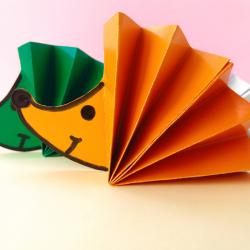 Retrouvez un tuto pour fabriquer un hérisson en papier avec les enfants. Une activité qui ne manque pas de piquant !