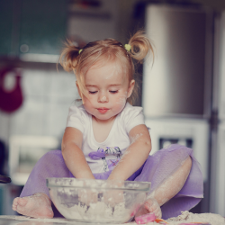 Activités et bricolages de la Chandeleur afin de pouvoir occuper vos enfants sur le thème de cette fête qui tombe le premier week-end de l'année. C'est l'occasion de manger des crêpes mais aussi de proposer aux enfants des tas d'idées d'activités à faire