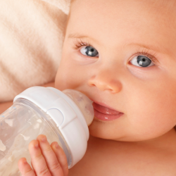 Le dossier alimentation bébé tentera de répondre aux questions qu'une jeune maman se pose sur l'alimentation nécessaire au bon développement de son enfant.