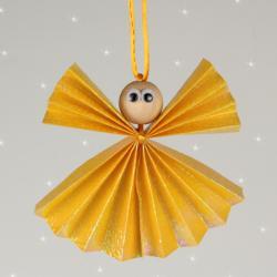 Créer ses décorations de sapin pour noel peut être très amusant et facile. Découvrez comment réaliser des anges de noel en papier avec les enfants pour noel afin de les suspendre à votre sapin.