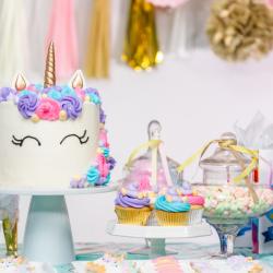 Anniversaire licorne : pour vous aider à organiser un anniversaire de licorne, Tête à modeler vous propose une sélection d'idées, de déguisement, de cartes d'invitation, de g&acir