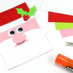 Dans cette activité manuelle sur le thème de Noël, découvrez comment réaliser facilement une carte père Noël !  Simplement avec du papier, les enfants vont donc allier découpage et collage pour fabriquer ce qui pourra servir de carte de voeux pa