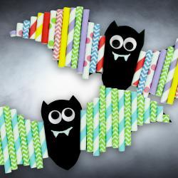 Un petit bricolage facile et rapide pour Halloween ça vous tente ? Alors prenez un peu de papier, des pailles en carton, colle et ciseaux afin de fabriquer des chauves-souris colorées. Les enfants vont adorer cette activité !     ASTUCE : Pour téléch