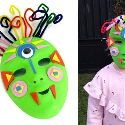 Dans cette activité d'Halloween les enfants s'amuseront à transformer un simple masque blanc en un masque terrifiant (mais pas trop) et coloré pour aller récolter les bonbons le 31 octobre ! Une activité simple et amusante qui ne nécessite que trè