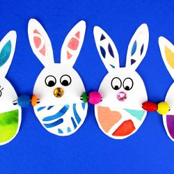 """Découvrez une activité manuelle de Pâques dans laquelle les enfants apprendront à fabriquer une jolie guirlande de lapins pour décorer la maison !    Pour IMPRIMER le modèle cliquez ici ou sur """"Fiche technique"""" en dessous de la photo principal"""