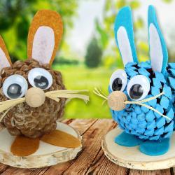 Avant de partir à la chasse aux œufs, apprenez à transformer une pomme de pin en un petit lapin de Pâques trop craquant !    Une activité amusante et originale pour vos enfants, succès garanti !
