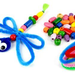 Découvrez une activité créative qui permettra aux enfants de développer leur motricité fine afin de créer des libellules géantes grâce à des perles en bois et des chenilles.    Un bricolage facile et plein de couleurs qui va passionner les
