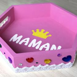 Ce plateau personnalisé permettra aux enfants de servir un bon petit déjeuner à leurs mamans le jour de la fête des mères !    Avec ce cadeau mignon et pratique, les enfants vont surprendre leurs mamans !