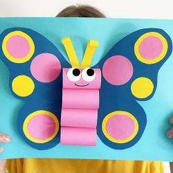 """Découvrez notre nouveau tutoriel pour fabriquer ce magnifique papillon 3D en papier ! Nous vous avons même préparé un modèle gratuit à imprimer afin de faciliter encore plus ce bricolage (cliquez sur """"Fiche technique"""" en dessous de la photo principale) !"""