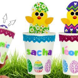 Découvrez une activité de Pâques amusante et facile pour fabriquer un poussin mignon que l'on va cacher ou faire sortir d'un gobelet grâce à un bâtonnet en bois.    Un bricolage créatif que les enfants vont adorer !
