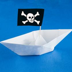 Voici comment réaliser un petit bateau en papier origami pour improviser un petit jouet.  Le bateau est obtenu en réalisant un pliage origami simple et facile à faire avec les enfants. Les explications des pliages origami étant souvent plus complexes