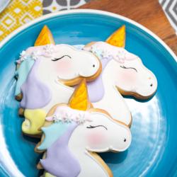 Vous cherchez une recette de biscuit licorne pour préparer un goûter féerique à vos kids ? ça tombe bien ! Voici la recette officielle