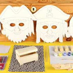 Voici la box pirate de Créabul. Une box tout en un pour animer un goûter sur le thème des pirates avec les enfants.