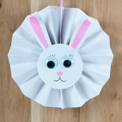 10 idées de bricolages pour faire des lapins de Pâques. Ces bricolages portent tous sur le lapin de Pâques l'un des symboles de la fête de Pâques. Bricolages à faire avec votre enfant sur le thème du lapin de Pâques. Des bricolages sur le lapin de