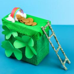Retrouvez toutes les idées de bricolages pour vivre une journée sous le signe du Leprechaun, du trèfle à 4 feuilles et du vert ! la journée de la saint Patrick sera verte ou ne sera pas ! Nous vous proposons des idées de jeux, de bricolages et d'a