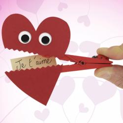Chaque Bricolage de St Valentin que nous proposons est adapté aux enfants. Vous retrouverez de quoi réaliser des cadeaux de St Valentin faits maison comme la traditionnelle carte de Saint Valentin. Fabriquer une carte est une bonne idée d'activité manuell