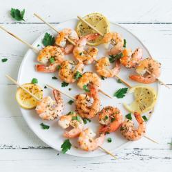 Une recette facile de petites brochettes de crevettes à l'anis à faire au retour des vacances ou pendant les vacances. Les crevettes sont à cuire dans une poêle, un wok ou au barbecue. Le goût de l'anis