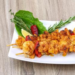 Une recette toute simple à cuisiner pour un apéritif entre amis ou pour préparer une entrée originale aux saveurs chaudes de l'Orient. La recette des brochettes de crevette au curry est à cuisiner &am