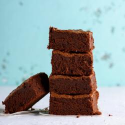 Recette de brownies : Les brownies au chocolat sont les typique des Etats-Unis d'Amérique. Les brownies sont en fait un grand gâteau au chocolat de forme rectangulaire ou carrée qui est découpé en peti