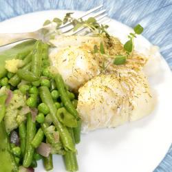 Cabillaud en cassolette de legumes : La recette du cabillaud en cassolette de légumes verts et blancs est un plat alliant poisson et petits légumes frais pour en faire un plat de saison. En hiver, il suffit d'utiliser des l&eacut