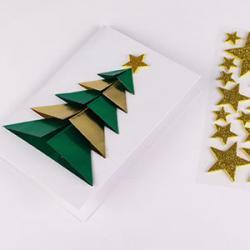 Un tuto pour apprendre à fabriquer une carte de voeux en 3D avec un sapin origami