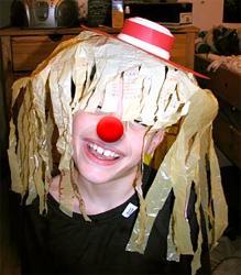 Fabriquer un chapeau de clown pour se déguiser ou pour le carnaval