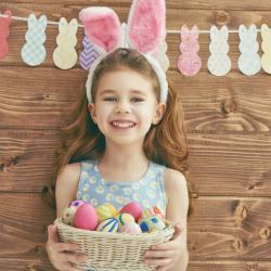 La chasse aux œufs de Pâques est une tradition en France comme dans de nombreux pays du monde que les enfants adorent ! Retrouvez nos conseils pour organiser la vôtre, nos idées de DIY de Pâques pour la chasse aux œufs et des infos sur les plus belles de