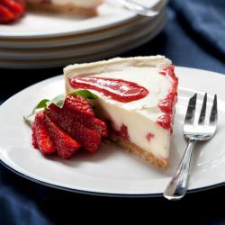 Une très bonne recette du cheesecake, le gâteau anglais au fromage frais. C'est un gateau frais et delicieux quis era tres apprecie en ete lorsqu'il fera chaud. Ce gateau leger est delicieux pour els enfants comme pout les adultes.