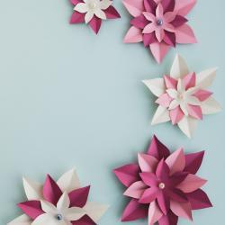 Fiche  dÈtaillÈe pour  rÈaliser des fleurs brodÈes pour dÈcorer un jean, un vÍtement, un sac ...