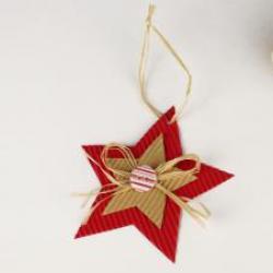 Méthode pour réaliser une étoile de Noël en carton étape par étape