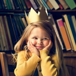 Couronnes des rois a fabriquer pour la galette des rois lors de l'epiphanie. Les enfants aiment manger une bonne galette des rois et veulent absolument trouver la feve pour etre sacre roi ou reine ! Alors pourquoi ne pas fabriquer sa propre couronne ?