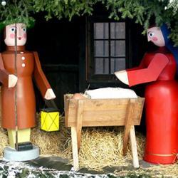Idées de réalisation de crèches de Noël à faire avec les enfants. Les bricolages proposés sont faciles à faire, il suffit de suivre les instructions de la fiche et de s'aider des visuels.