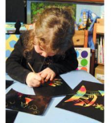 Fabriquer des cartes postales pendant les vacances avec ses enfants