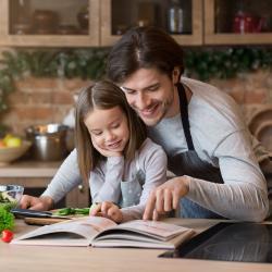 Réaliser un cahier de recette avec vôtre enfant. Fiche explicative illustrée et modèles gratuits. Le livre de rectte permet à votre enfant de conserver ses recettes préfér&eac