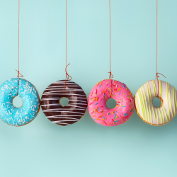 Croc Donut est un jeu où il faut être le plus rapide à manger un Donut suspendu par une ficelle au plafond. Un jeu drôle que les enfants adorent