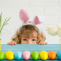 Quelle est la date de Pâques 2020 et des années à venir ? Voici les dates de la fête de la Pâque Chrétienne pour l'année en cours. En 2020, la date de Pâques est le 12 avril 2020. Mais la date de Pâques de l'année prochaine sera différente ! Pour la retro