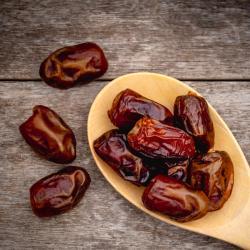 datte - mot du glossaire Tête à modeler. La datte est un petit fruit allongé. Définition et activités associées au mot datte.