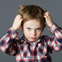 qu'est ce qu'une lente ? Comment la reconnaitre ? Ce petit insecte est deteste de tous les parents et a chaque rentree, a chaque fois que l'enfant se gratte les cheveux, tous les parents n'ont qu'une seule peur : que leur enfant ait attrape des poux.