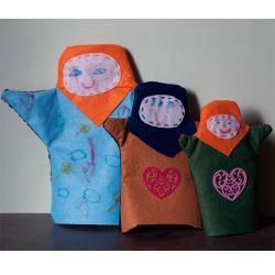Utiliser les empreintes de main de vos enfants pour créer de jolies marionnettes en feutrine