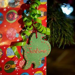 Fabriquer des étiquettes cadeaux de Noël avec de la pâte à Sel