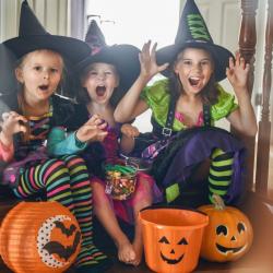 Bricolages pour les déguisements de sorcier et les déguisements de sorcières. Des idées simples pour se déguiser facilement en sorcier et en sorcière. Retrouvez des bricolages pour fabriquer des chapeaux de sorciers et de sorcières mais aussi des accessoi
