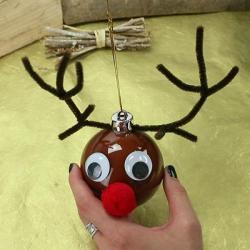 Fabriquez une boule de Noël renne ! Une activité pour bricoler une boule de Noël renne