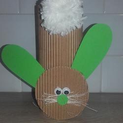 Un tuto pour apprendre à fabriquer avec les enfants un lapin en rouleau et pompon