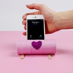 un tuto pour bricoler avec les enfants un porte smartphone récup'