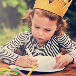 Couronnes des rois originales pour feter l'epiphanie autour d'un délicieuse galette des rois ! Decouvrez comment realiser une couronne de galette des rois originale afin de sacrer un roi ou une reine.